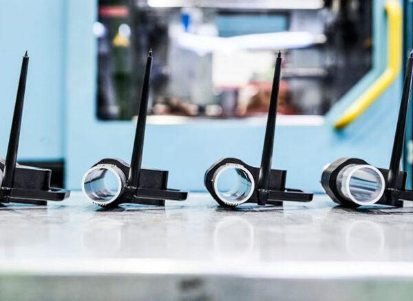 Amostra dos componentes produzidos na LANXESS usando a tecnologia híbrida de hollow profile caracterizados por um alto grau de rigidez e resistência à torção. Foto: LANXESS